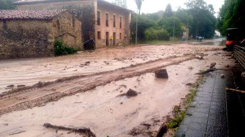 Calles en el concejo de Llanes a causa de las fuertes lluvias