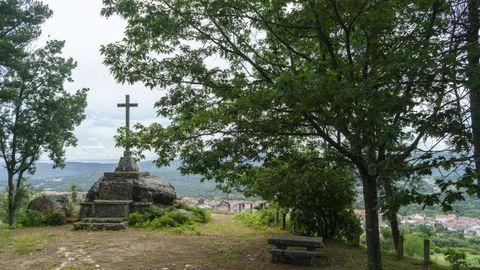 Dende o Miradoiro da Obra pódese ver a vila de Celanova.