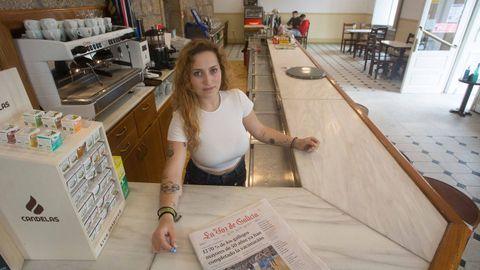 Ana Vázquez, con 22 años, se ha hecho cargo del Bar García de Monterroso