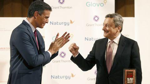 El presidente Pedro Sánchez y el jefe del Gobierno italiano, Mario Draghi, este viernes en Barcelona