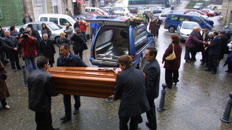 Entierro de Rosa María Pinto, asesinada en 2004 por su marido en una vivienda de la capital ourensana