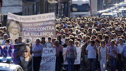 Manifestación en Verín pidiendo justicia por la muerte de Isabel Fuentes, asesinada por su marido cuando convalecía en el CHUO