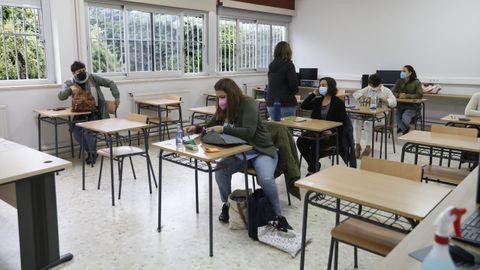 Profesores se presentaron ayer al primer examen de la oposición en Vilamarín para plazas en las familias de hostelería y turismo de FP