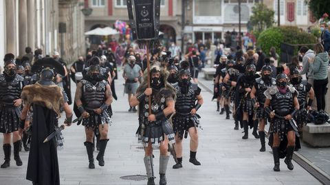 La guardia pretoriana desplegó su majestuosidad desfilando por el centro de una ciudad que volvió a reencontrarse con su historia