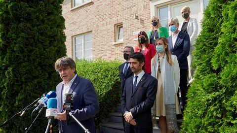 Puigdemont atiende a la prensda tras la reunión con los consellers de JxCat en Waterloo.