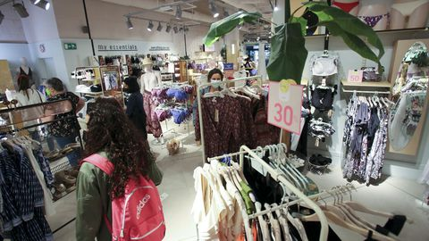 En la imagen, la tienda de Women's Secret en Odeón, que ya inauguró las rebajas hace varios días