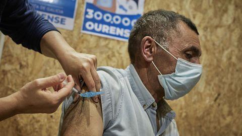 Este lunes se pusieron 4.000 vacunas en Expourense