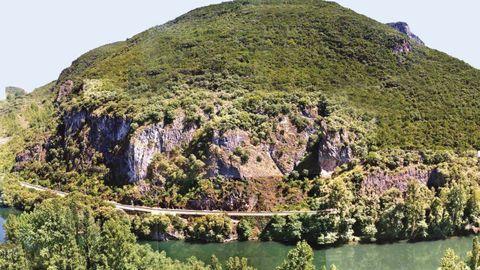 La ladera de A Barosa, entre Quereño y Covas, en la comarca de Valdeorras