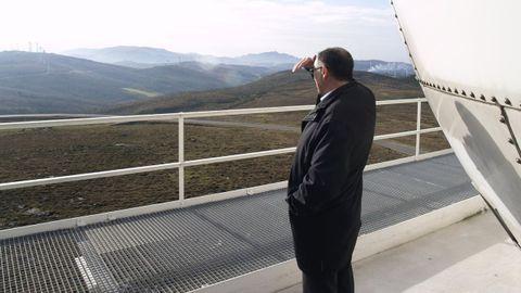Vista desde el radar del Chan das Lagoas. Al fondo un parque de Dumbría. Al lado habrá otro, y muy cerca, el de Monte da Tella.