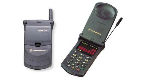 Lanzado en 1996, el Motorola StarTAC llegó cuando estos dispositivos empezaban a ser accesibles a toda la población. Fue uno de los primeros móviles con formato concha y significó la transformación del teléfono en objeto de deseo y de estatus