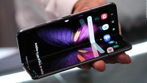 Samsung Galaxy Fold, la evolución del móvil tras cuatro décadas: pantalla flexible y 5G. La firma coreana lidera el mercado, seguida por Apple y un «ejército» de tecnológicas chinas: Xiaomi, Oppo, Vivo, OnePlus, Realme, Huawei, Honor..