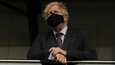 Boris Johnson, durante una visita el lunes a un centro de vacunación.