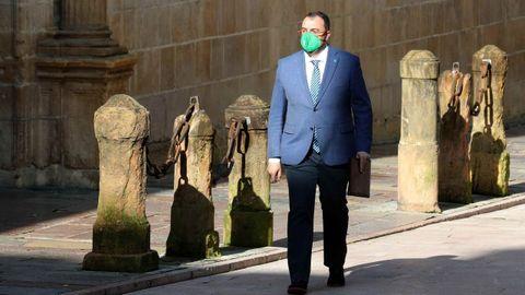 Adrián Barbón a su llegada a una reunión del Consejo de Gobierno celebrada en el Palacio del Conde de Toreno