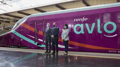El presidente de Renfe, Isaías Táboas, con el ministro de Transportes, José Luis Ábalos, y la directora general de Renfe Viajeros, Sonia Araujo