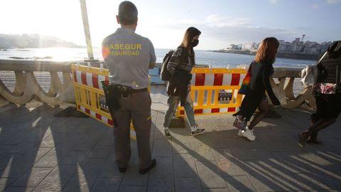 Guardias de seguridad fueron los encargados de vigilar el desalojo de las playas