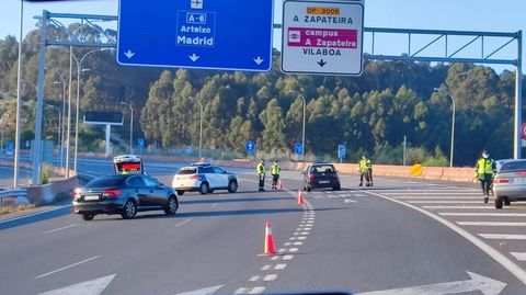 Control de la Guardia Civil en la Tercera Ronda de A Coruña tras la noche de San Xoán