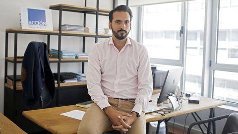 Javier Acción es especialista en fondos de inversión y ofrece asesoramiento personalizado a sus clientes