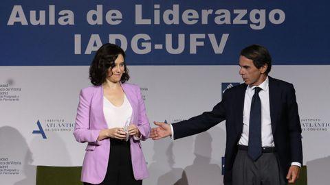 La presidenta de la Comunidad de Madrid, Isabel Díaz Ayuso y el expresidente del Gobierno, José María Aznar, en la clausura de un curso en la Universidad Francisco de Vitoria, en Madrid