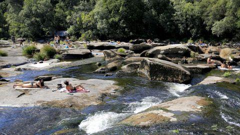 El Salto do Piago es un lugar habitual para darse un baño y refres- carse en las tardes de verano