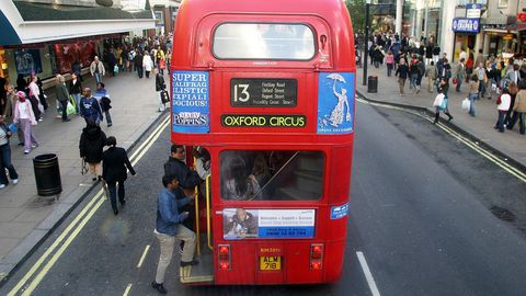 Un autobús en Oxford Street, zona comercial de Londres