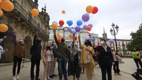 Solta de globos para lembrar o día do Orgullo LGTBI