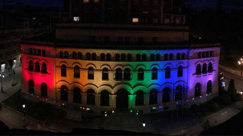La  Presidencia del Principado de Asturias iluminada para apoyar el colectivo LGTBI