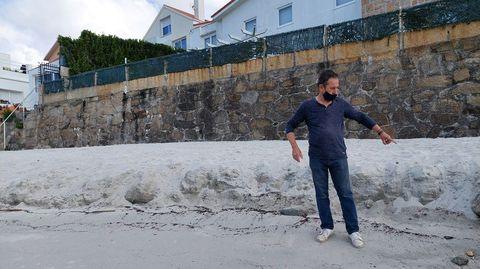 El arrastre de la arena en el extremo occidental se de algo más de medio metro de alto