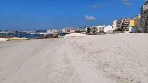 La primera fase del proyecto de regeneración devolvió un buen volumen de arena a la playa de A Carabuxeira