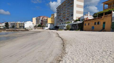 La arena depositada en el extremo más próximo a Lavapanos refuerza la protección de los cimientos de los edificios