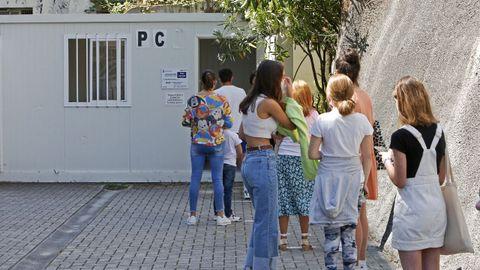 Los cribados masivos con PCR para jóvenes se realizan en el punto covid del Hospital Provicial de Pontevedra