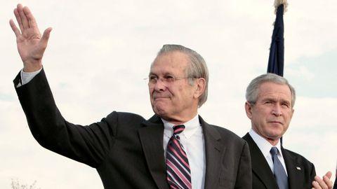 Donald Rumsfeld, secretario de Defensa de Estados Unidos con George W. Bush