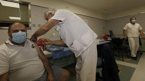 En el Hospital Público da Mariña, en Burela, se iniciará el domingo la campaña de vacunación para personas de 30 a 39 años