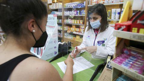 En la farmacia de la avenida de Esteiro la demanda de test de saliva ha aumento en los últimos días