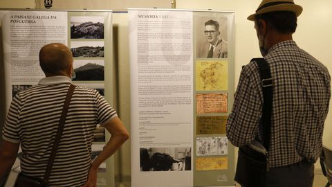 Una muestra abierta en el Museo do Pobo Galego recoge y divulga el legado del arqueólogo Sobrino Lorenzo.