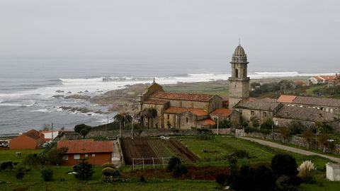 Vista del monasterio de Oia