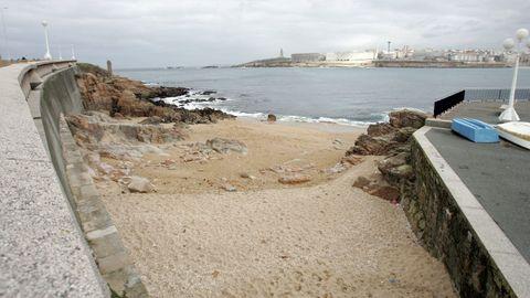 CALA DE SAN ROQUE. En el barrio que lleva el mismo nombre, se encuentra esta pequeña playa que también utilizan pescadores deportivos. Carece de servicios elementales.