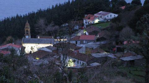 Vista de San Andrés de Teixido y su ermita