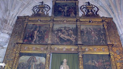 Retablo mayor de la iglesia de Santiago, en Pontedeume