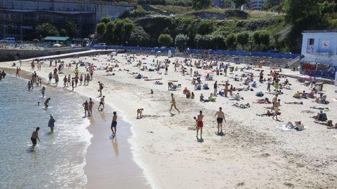 PLAYA DE SAN AMARO: Bandera azul. Es otra de las playas a la que acuden bañistas de los barrios cercanos. Está en Adormideras y cuenta con muchos estacionamientos. Goza de todos los servicios.