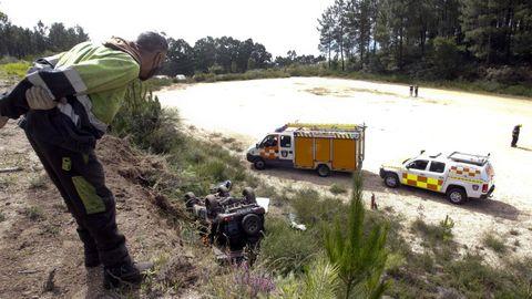 El vehículo se despeñó desde una altura de unos seis metros