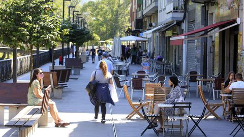 Los bares en Sarria solo pueden emplear la terraza con un aforo del 50%