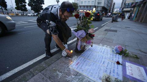 Mensaje y velas en el lugar en el que Samuel fue agredido