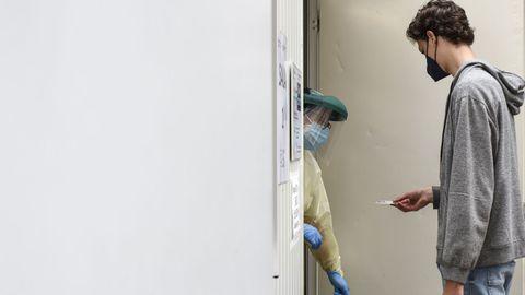 En el punto covid del recinto ferial de Pontevedra se siguen recibendo cribados con PCR a jóvenes de bachillerato y FP
