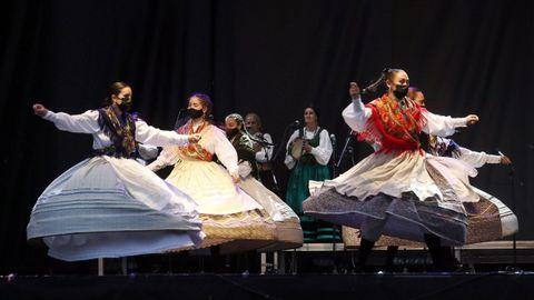 Grupo de baile Aroña de Boiro