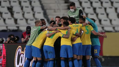 La selección brasileña celebrando el gol anotado por Lucas Paquetá