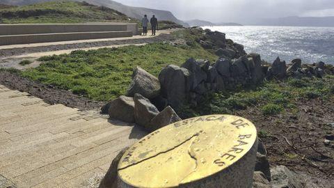 Placa que indica la latitud en Estaca de Bares