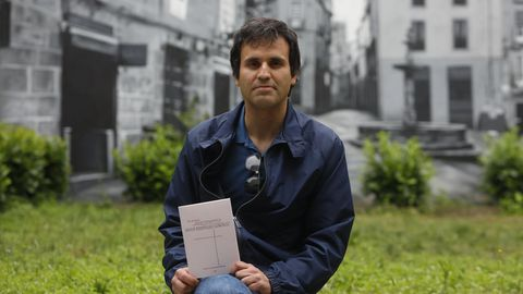 Javier Rodríguez González presentó en El Cercano «Do arcano voo da transparencia»
