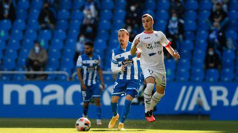 David Iglesias, de blanco, durante el Deportivo-UP Langreo