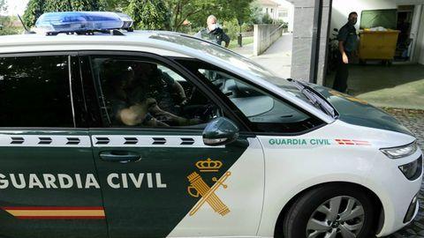 La guardia civil lleva al juzgado de Cangas al detenido por el crimen de Moaña