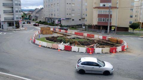 Obras en la rotonda de la calle Chantada, en septiembre del pasado año, por la rotura de una tubería del agua
